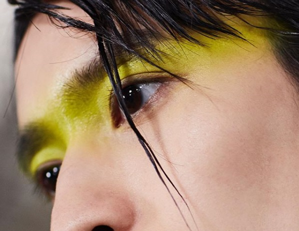 Dior goes big on men's make-up for runway show